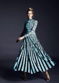 Платье, Valentino; босоножки, Christian Louboutin.