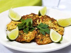 Nigellas zucchiniplättar Nigella Lawson, Salmon Burgers, Ethnic Recipes, Food, Inspiration, Biblical Inspiration, Salmon Patties, Meals, Yemek