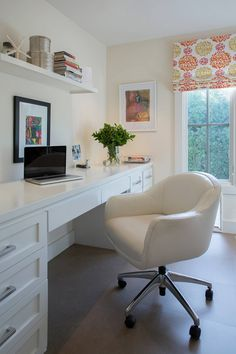 100 Charming Farmhouse Decor Ideas for Your Home Office - You have to see this #farmhouseoffice decor idea with white leather chair and main top shelf. Love it! #FarmhouseOfficeDecor #HomeDecorIdeas