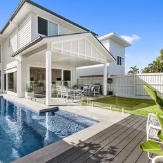 Scyon Walls Linea Weatherboards create a stunning coastal inspired outdoor pool and entertainment area Dream House Exterior, Dream House Plans, My Dream Home, Hamptons Style Homes, Hamptons House, Weatherboard House, Patio Makeover, Facade House, Classic House