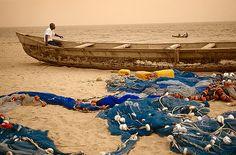 Pescadores en la playa de Lomé -   Fishermen on the beach at Lome (December 2007)    www.vicentemendez.com