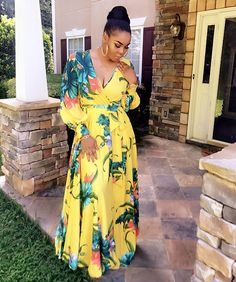 Pin by Clarisse Arubasa on Screenshots African Attire, African Wear, African Fashion, Cute Floral Dresses, Casual Dresses, Fashion Dresses, African Print Dresses, African Dress, Plus Zise