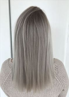 Hair Grey Blonde Roots 37 Ideas - All About Hairstyles Dark Roots Hair, Blonde With Dark Roots, Blonde Roots, Ashy Blonde Hair, Grey Blonde, Blonde Hair Looks, Ash Grey Hair, Silver Blonde, Ombre Hair Color