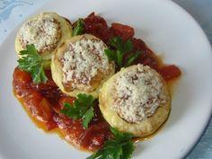 Inele de dovlecei cu piept de pui si rosii - http://www.gustos.ro/retete-culinare/inele-de-dovlecei-cu-piept-de-pui-si-rosii.html