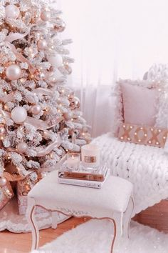 Pink Christmas Tree Decorations, White Christmas Trees, Christmas Tree Design, Christmas Mantels, Cozy Christmas, Victorian Christmas, Vintage Christmas, Magical Christmas, Silver Christmas