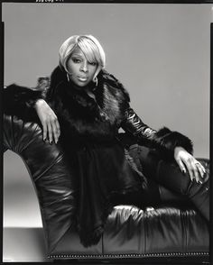 Mary J Blige. Powerful voice.