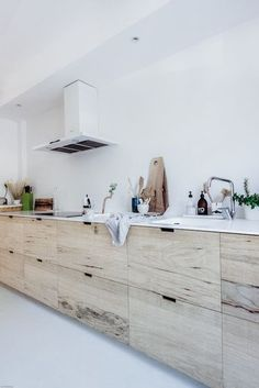 Dark, light, oak, maple, cherry cabinetry and wood kitchen cabinets doors. CHECK PIN for Lots of Wood Kitchen Cabinets. Home, Home Kitchens, Wood Kitchen, Kitchen Design, Kitchen Inspirations, Bright Kitchens, Kitchen Interior, Loft Style, House Interior
