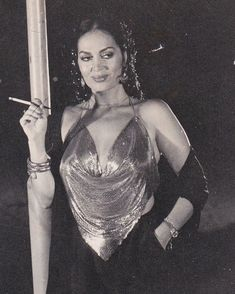 Hande Erçel'in Coachella'da giydiği kıyafetin detayı Beautiful Celebrities, Beautiful Women, Smoking Is Bad, Coachella Looks, Classy Aesthetic, Beyond Beauty, Vintage Beauty, Bellisima, Retro