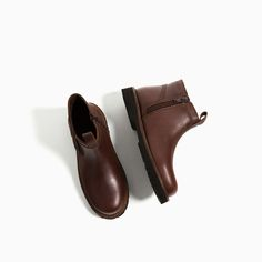 Image 2 of LEATHER CHELSEA BOOTS from Zara