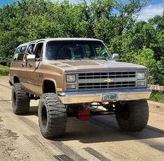 trucks and cars Old Pickup Trucks, Lifted Chevy Trucks, Classic Chevy Trucks, Gm Trucks, Jeep Truck, Diesel Trucks, Chevy 4x4, Small Trucks, Chevy Chevrolet