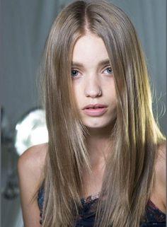 Color de cabello rubio medio natural