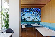 A dining space at Virgin Atlantic's LAX Clubhouse #HospitalityDesign #HospitalityDesignMagazine #hdmag #trends #airport #lounges