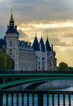 Conciergerie, Paris. (By NikitaDB, 2013)
