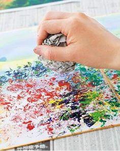 「紅葉の屏風」その2。華やかな彩りは、丸めた新聞紙に直接絵の具をつけ、たたくように色紙に色を重ねることでできます。#ポンポンポン#丸めた新聞紙をポンポン叩くやり方をラギングといいます#秋#新聞紙#デイサービス#介護#2016_9_10月号 Toddler Fun, Toddler Crafts, Preschool Crafts, Fall Crafts, Diy And Crafts, Arts And Crafts, Children's Day Japan, Diy For Kids, Crafts For Kids