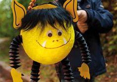 Diese hübsche Monster-Laterne verzaubert alle Kinder. Weitere schöne Inspirationen für Sankt Martin und andere Events mit Kindern findet Ihr auf blog.balloonas.com
