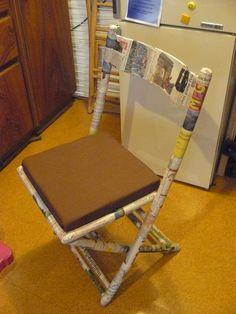 so sieht der Stuhl nach der Restaurierung aus. Eine alte Zeitung musste dafür dran glauben. Neuer Schaumstoff und ein neuer Stoff für die Sitzfläche.
