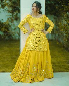 Party Wear Indian Dresses, Designer Party Wear Dresses, Indian Gowns Dresses, Kurti Designs Party Wear, Dress Indian Style, Indian Fashion Dresses, Indian Designer Outfits, Indian Outfits, Lehenga Designs