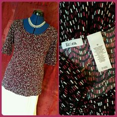 """EUC Dressy Stretch Top Dressy pullover stretch top with cute gathered sleeve detail. Colors are black, purple, fuchia, white. 95% polyester, 5% spandex. Bust measures 18"""" across. EUC Liz & Co Tops"""