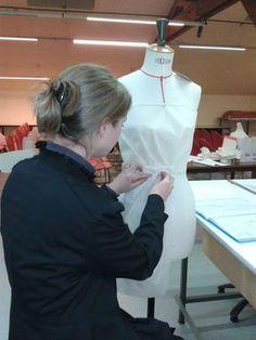 Sensational Tips Sewing Pattern Ideas. Brilliant Tips Sewing Pattern Ideas. Coin Couture, Couture Sewing, Techniques Couture, Sewing Techniques, Sewing Patterns Free, Free Sewing, Rose Patterns, Sewing Hacks, Sewing Tutorials