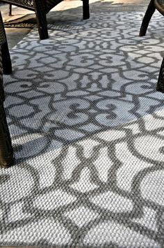 DIY: 20 minute cheap outdoor stenciled rug with spray paint