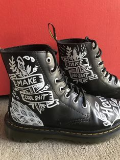 Doc Martens have been in style for almost 60 years, discover what made them so popular. We also discuss how to wear them in style! Dr. Martens, Doc Martens Boots, Painted Clothes, Painted Shoes, Painting Leather, Shoe Art, Designer Boots, Custom Shoes, Slip On Shoes