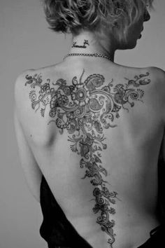 Lady's back tattoo