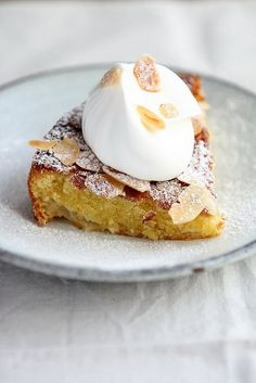 Almond Pear Cake with Cream Serves 8 Preparation time 20 minutes Cooking time 35 minutes Ingredients: 125 g unsalted butter, softened, plus extra for greasing 125 g caster sugar 2 large eggs , beaten. Just Desserts, Delicious Desserts, Yummy Food, Autumn Desserts, Sweet Recipes, Cake Recipes, Dessert Recipes, Quick Dessert, Dessert Healthy