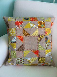 Ideas For Patchwork Pillow Modern Scrap Patchwork Quilt, Patchwork Cushion, Quilted Pillow, Sewing Pillows, Diy Pillows, Decorative Pillows, Throw Pillows, Patch Quilt, Quilt Blocks