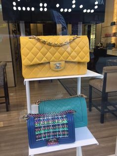 A Chanel bag for inspiration: www.sewingchanelstyle.com Tweed, Macrame, Chanel, Shoulder Bag, Bags, Inspiration, Handbags, Biblical Inspiration, Shoulder Bags