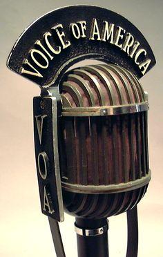 Micrófono de la VOZ DE AMERICA de 1940.