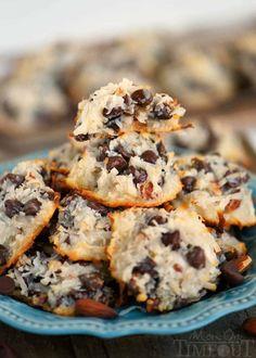 Almond Joy Cookies – Just 4 Ingredients! Almond Joy Cookies – Just 4 Ingredients! Best Coconut Cream Pie, Cookie Recipes, Dessert Recipes, Almond Joy Cookies, Delicious Desserts, Yummy Food, Delicious Cookies, Keto, Coconut Macaroons