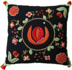 Bildresultat för gamla yllebroderier Cross Stitch, Tapestry, Throw Pillows, Embroidery, Decor, Scrappy Quilts, Hanging Tapestry, Punto De Cruz, Tapestries