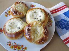 Pikkupullia rahkalla ja voisilmällä – Quark Filled and Butter-eyed Buns