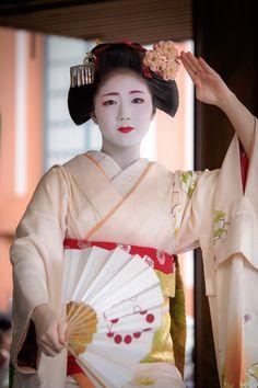 舞妓 maiko 勝奈 katsuna 上七軒 節分祭 KYOTO JAPAN