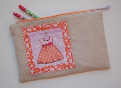 Lots of Pink Here: fussy cut zipper pouch tutorial  Love the way the zipper is inserted.
