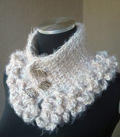 Ruffles cross neckwarmer (Tunisian crochet) pattern by Andrea Graciarena