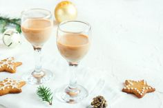 Make speculoos liqueur yourself # Spekulatius liqueur Are you a real fan of Christmas cookies? Do you love speculoos? Then be sure to try this liqueur! With a simple recipe, you can easily copy the sweet treat at home. Spaghetti, Cookie Do, Tasty, Yummy Food, Liqueur, Schnapps, Homemade Baby, Christmas Cookies, Alcoholic Drinks