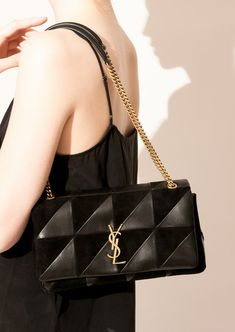 d5dd3acfd272 Black medium Jamie Bag in leather and suede by Saint Laurent Paris - Département  Féminin