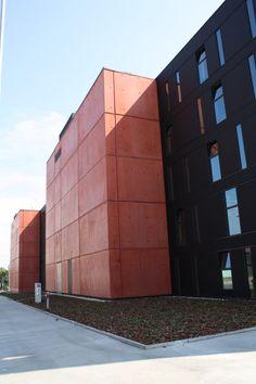 Městské Divadlo v Plzni - Fasáda z barevného betonu COLORCRETE