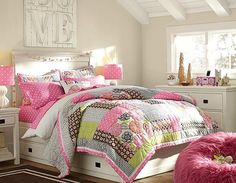 How to Organize a bedroom that is Narrow so that it becomes more widespread – If your bedroom is too narrow? or already full day growing increasingly just pile the stuff in your room, of course make you feel clunky and atmosphere of the bedroom you become congested and stuffy, huh, make your bed, sometimes