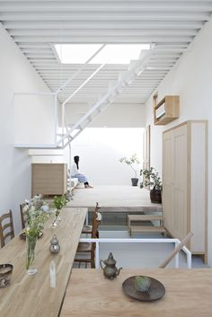 a Firm: Search the Remodelista Architect & Designer Directory STAIRS TO LOFT - House in Itami - Tato Architects.this looks like a container home?STAIRS TO LOFT - House in Itami - Tato Architects.this looks like a container home? Container Architecture, Interior Architecture, Interior Design, Architecture Bordeaux, Interior Modern, Amazing Architecture, Casa Loft, Loft House, Small Living