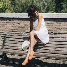 Tod's: Effortless style: adding summer vibes to her outfit with her Parisian Wardrobe, Parisian Style, Vibes Tumblr, Vibe Video, Car Shoe, French Girl Style, White Sundress, Adventure Photography, Boho