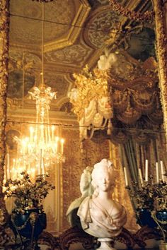 fabaluz:    Marie Antoinette's bedroom-jane dear.
