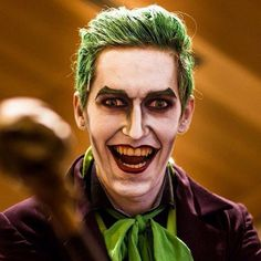 So sorry but moving house yet again has got me a bit MIA! To make up for it I'll leave you with this incredibly handsome Joker. Makeup done by me at Dublin Comic Con 2015 on the awesome @abloodygreatbigbengaltiger Photo by Eoin O' Sullivan. I've always wanted to do a classic Joker makeup so I was delighted when Keith contacted me about doing this. And his costume was absolutely spot on! Products used: Face: @officialsnazaroo white face paint Contour & Eyes: @nyxukcosmetics Primal Colour…