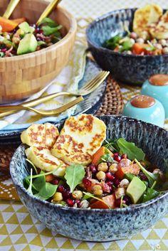 Wintersalat Rezept mit Süßkartoffeln, Rucola, geröstete Kichererbsen-Sprossen, Granatapfel, Avocado, Speck & Halloumi | luzia pimpinella