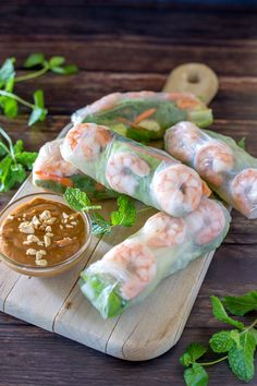 Lower Carb Shrimp Spring Rolls Shrimp spring rolls on a cutting board, with mint sprigs and peanut dipping sauce with title banner Shrimp Spring Rolls, Shrimp Rolls, Chicken Spring Rolls, Fresh Spring Rolls, Fresh Rolls, Rice Paper Spring Rolls, Recipe For Spring Rolls, Shrimp Salad Rolls Recipe, Vegetarian Recipes
