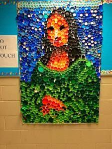Mona Lisa and Plastic Bottle Tops, Plastic Bottle Crafts, Bottle Top Art, Bottle Caps, Recycled Art Projects, Recycled Crafts, Fun Crafts, Diy And Crafts, Art Club