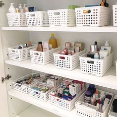 This is a beautiful example of simplicity & style. Matching your organizational baskets/containers/totes is a must! This is a beautiful example of simplicity & style. Matching your organizational baskets/containers/totes is a must! Bathroom Closet Organization, Home Organization Hacks, Closet Storage, Organizing Life, Closet Organisation, Basket Organization, Bathroom Storage, Organizar Closet, Rangement Makeup