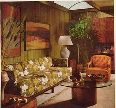 home Vintage Living Room 1968 - dull green and orange, style with wood panels painted Retro Living Rooms, Living Vintage, Living Room Decor, 1970s Living Room, Living Area, Living Spaces, Décoration Mid Century, Mid Century Decor, 1970s Decor
