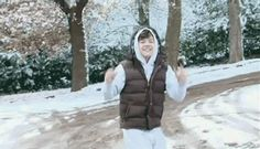 Harry's reaction to snow :) [gif] took a long time to find this gif<<<<<< totally worth it